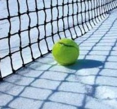 Tennis-Ball-Snow-Cold-Weather